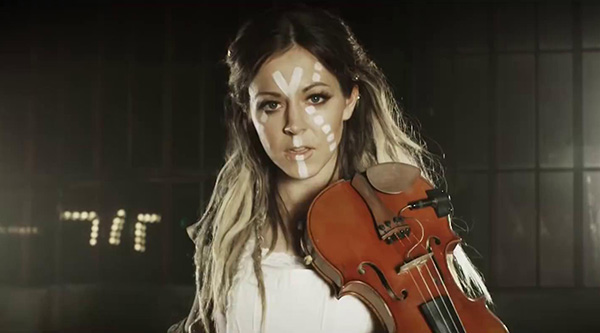 Скачать lindsey stirling hold my heart feat. Zz ward клип бесплатно.